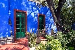芙烈达・卡萝博物馆的五颜六色的庭院在墨西哥城 图库摄影