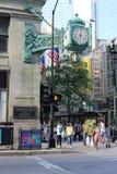 芝加哥与马歇尔域时钟的街道场面 库存图片