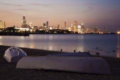 芝加哥从海滩的夏天日落 免版税库存图片