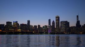 芝加哥在晚上-芝加哥美好的地平线  美国- 2019年6月11日 股票录像