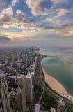 芝加哥地平线和密执安湖日落的 免版税图库摄影
