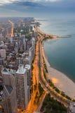 芝加哥地平线和密执安湖日落的 免版税库存照片