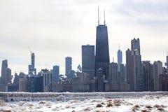 芝加哥地平线在冰冷的冬日 免版税库存照片
