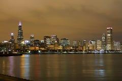 芝加哥地平线在晚上 免版税图库摄影