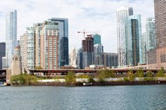 芝加哥地平线城市有蓝天背景 免版税库存照片