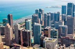 芝加哥地平线顶视图有与摩天大楼密执安湖边平地的,美国的摩天大楼atChicago地平线顶视图 免版税图库摄影