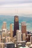 芝加哥摩天大楼和湖 免版税库存照片