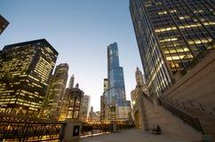 芝加哥晚上河 图库摄影