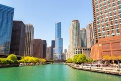 芝加哥河和摩天大楼 免版税库存图片