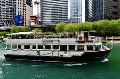 芝加哥河巡航小船 库存照片