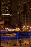芝加哥海滨广场晚上塔 免版税库存照片