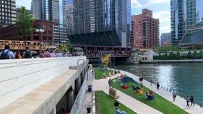 芝加哥的上部和更低的市,有下面上部瓦克驱动和riverwalk看法  股票视频