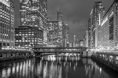 芝加哥街市和芝加哥河 免版税库存照片
