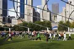 芝加哥街市早晨瑜伽 免版税库存图片