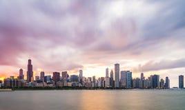 芝加哥,伊利诺伊,美国 8-11-17 :在日落的芝加哥地平线与分类 免版税库存照片