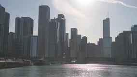 芝加哥,伊利诺伊- 2016年4月17日:芝加哥商业区,街市,摩天大楼 河和亚当斯街桥梁 股票视频