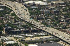 芝加哥,美国- 2018年6月04日:在城市高速公路的顶视图在Ch 库存图片