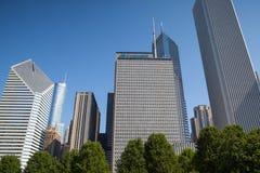 芝加哥- 6月11 :在千禧公园附近的摩天大楼6月1日 库存图片