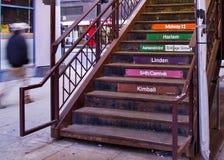 芝加哥` s举起了` el `运输系统-导致对火车平台的台阶 库存照片