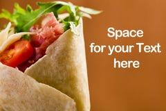 芝麻菜烟肉沙拉玉米饼 库存图片