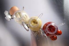 芥末、番茄酱和蛋黄酱- 库存图片