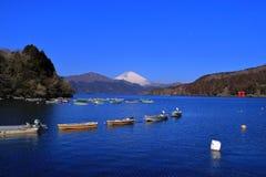 芦之湖富士山有蓝天的从老箱根口岸日本 免版税图库摄影