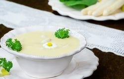芦笋汤和白色芦笋 免版税库存图片
