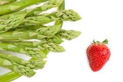芦笋绿色草莓 免版税库存照片
