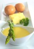 芦笋蛋黄奶油酸辣酱调味汁 免版税库存图片