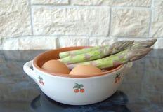 芦笋鸡蛋 库存图片