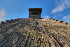 芦苇茅草屋顶细节  图库摄影