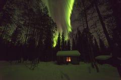 芬兰原野小屋和极光 免版税图库摄影
