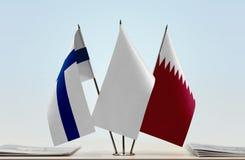 芬兰和卡塔尔的旗子 库存照片