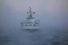 芬兰堡轮渡在冷冻的冷的1月冬天早晨波罗的海 库存照片