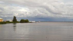 芬兰湾的海岸在Peterhof附近的 俄国 股票录像