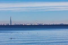 芬兰湾, 300年圣彼德堡的圣彼德堡,俄罗斯视图周年公园, Lakhta中心, ST 库存图片