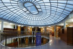 芬兰的国立图书馆的内部 免版税库存图片