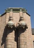 芬兰赫尔辛基主要火车站雕象 免版税库存图片
