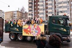芬兰高中的学校学生和penkkarit 图库摄影