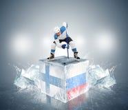 芬兰-俄罗斯QuaterFinal比赛。冰的对恃球员 库存图片