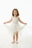 芭蕾少许笑服装的女孩 免版税库存图片