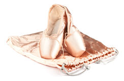 芭蕾有丝绸袋子的pointe鞋子 免版税库存图片