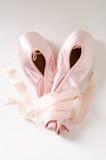 芭蕾桃红色鞋子 免版税库存照片