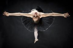芭蕾美丽的舞蹈演员 免版税图库摄影