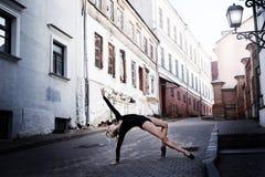 芭蕾舞女演员在大城市 免版税库存照片