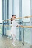 芭蕾舞女演员女孩一点 跳舞古典芭蕾的可爱的孩子我 图库摄影