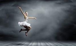 芭蕾舞女演员女孩 免版税库存照片