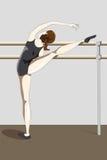 年轻芭蕾舞女演员实践和被舒展 免版税库存照片