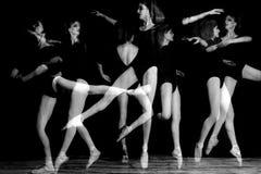 芭蕾舞女演员舞蹈演员的多重曝光图象 免版税库存图片