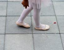 芭蕾舞女演员鞋子 免版税库存图片